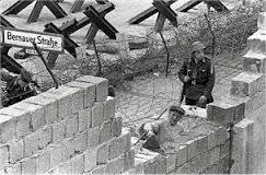 foto 1 costruzione muro berlino
