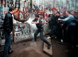 foto 2 distruzione muro berlino