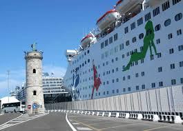 nave crociera al porto